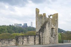 Ruins versus modern buildings Royalty Free Stock Photography