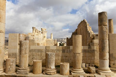 Ruins zeus temple. The ruins zeus temple in ancient jerash, jordan Royalty Free Stock Photography