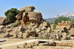 Ruiny świątynia Zeus †'dolina świątyni †'Agrigento †'Sicily †'Włochy Obrazy Royalty Free