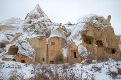 Ruiny antyczny kościół chrześcijański w Różowej dolinie na ponurym Stycznia dniu Cappadocia, Turcja Obrazy Stock
