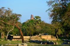 Ruiny antyczny miasto Anuradhapura z Jetavaranama stupą o Obraz Stock