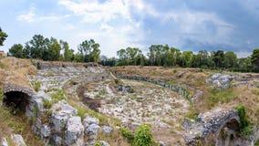 Ruiny antyczny rzymski Amphitheatre w Syracuse zdjęcie royalty free