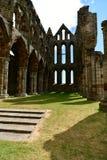 Ruiny Benedyktyński opactwo, lokalizować na malowniczych falezach Whitby obraz stock