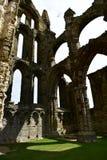 Ruiny Benedyktyński opactwo, lokalizować na malowniczych falezach Whitby zdjęcia stock