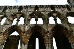 Ruiny Benedyktyński opactwo, lokalizować na malowniczych falezach Whitby fotografia stock