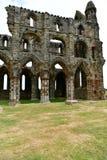 Ruiny Benedyktyński opactwo, lokalizować na malowniczych falezach Whitby obrazy royalty free