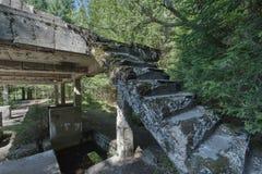 Ruiny blaszana fabryka blisko wioski Rolava niemiec Sauersack w Rudnych górach zdjęcia stock