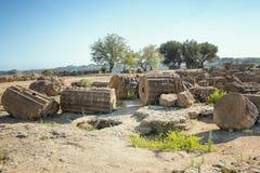Ruiny blisko świątyni Rycynowy i Pollux, Agrigento, dolina świątynie Obrazy Royalty Free