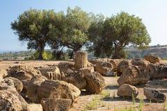 Ruiny blisko świątyni Rycynowy i Pollux, Agrigento, dolina świątynie Zdjęcia Royalty Free