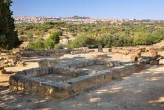 Ruiny blisko świątyni Rycynowy i Pollux, Agrigento, dolina świątynie Zdjęcie Royalty Free