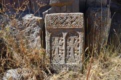 Ruiny budynki i khachkars 5-7 wieków w antycznym monasterze Tsahats-kar w górach Armenia Zdjęcia Stock