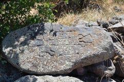 Ruiny budynki i khachkars 5-7 wieków w antycznym monasterze Tsahats-kar w górach Armenia Obraz Royalty Free