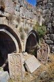 Ruiny budynki i khachkars 5-7 wieków w antycznym monasterze Tsahats-kar w górach Armenia Fotografia Royalty Free