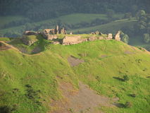 Ruiny Castell Dinas otręby w zmierzchu blisko Llangollen Walia zdjęcie stock