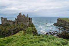 Ruiny Dunluce Roszują w Północnym - Ireland Obrazy Royalty Free