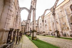 Ruiny Gocki kościół Nasz dama góra Carmel Igreja robią Carmo, Lisbon, Portugalia obraz stock