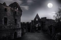 Ruiny grodowy Schaunberg w tajemnica blasku księżyca Obraz Stock