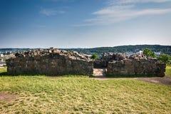 Ruiny grodowy Tunsberghus z Tonsberg widzieć w tle, Zdjęcia Royalty Free
