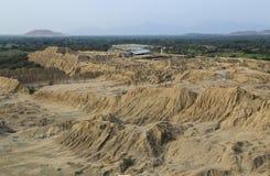 Ruiny inka miejsce z adobe ostrosłupami Fotografia Royalty Free