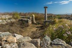 Ruiny kamienne ściany i kolumny rzymski forteczny Histria, Roma obrazy stock