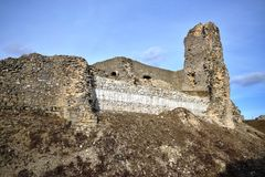 Ruiny kasztel który był opierającymi się ruinami ampuła stosunkowo roszują który opierał się prawdopodobnie w drugiej połowie 13t fotografia royalty free