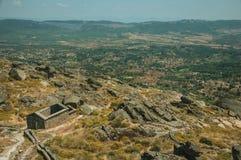 Ruiny kościół São Miguel robią Castelo blisko Monsanto obrazy stock