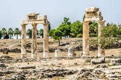 Ruiny kolumny w antycznym mieście Hierapolis, Pamukkale zdjęcia royalty free