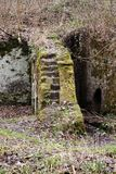 Ruiny młyn Rzeźbili w skałę fotografia stock