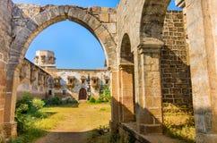 Ruiny pałac w Halvad miasteczku w Gujarat zdjęcie stock