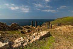 Ruiny przy Geevor Blaszaną kopalnią, Pendeen zdjęcie royalty free