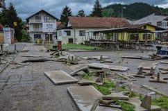 Ruiny, rozrzucony betonowego bloku rezultat ważny wylew obrazy royalty free