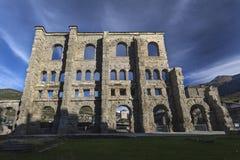Ruiny rzymski teatr w Aosta zdjęcia stock