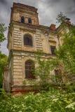 Ruiny stara rezydencja ziemska Ruiny pałac w drewnach Fotografia Stock