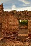 Ruiny stary ceglany cukrowy młyn w Todos Santos, Baj, Meksyk zdjęcia stock