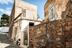 Ruiny starzy Greccy domy przy Sitia miasteczkiem na Crete wyspie, Grecja Obraz Stock