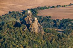 Ruiny Trosky kasztel w Artystycznym raju zdjęcie royalty free