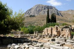 Ruiny w Corinth, Grecja blisko morza Obraz Royalty Free