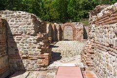 Ruiny wejście rzymski skąpanie w antycznym Diocletianopolis, miasteczko Hisarya, Bułgaria fotografia royalty free