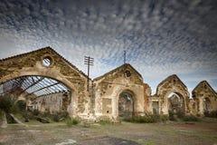 Ruiny zaniechana fabryka w Mina De Sao Domingos Zdjęcia Stock