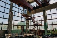 Ruiny zaniechany zanieczyszczający przemysłowy fabryczny pokój, zaniechany przemysłowy budynek po wojny Zdjęcie Royalty Free