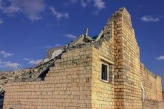 Ruiny zniszczony budynek w mie?cie obrazy royalty free