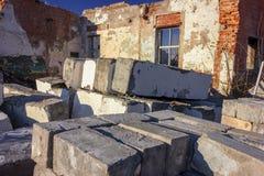 Ruiny zniszczony budynek w mie?cie zdjęcia royalty free