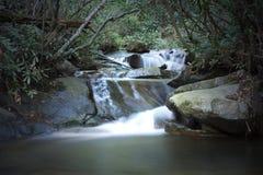 Ruisseau courant Image stock
