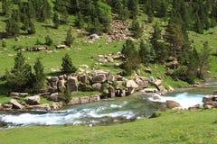 Ruisselets et cascades dans l'Espagnol Pyrénées Photos libres de droits