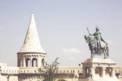 Ruiterstandbeeld van Koning Saint Stephen in Drievuldigheidsvierkant royalty-vrije stock afbeelding