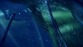 Ruitewisser met regen het schieten stock footage