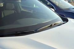 Ruitewissers witte auto Royalty-vrije Stock Afbeeldingen