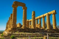 Rujnująca świątynia Heracles kolumny w antycznej dolinie świątynie, Agrigento, Sicily, Włochy fotografia royalty free