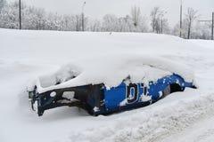 Rujnujący śnieżysty samochód Zdjęcia Royalty Free