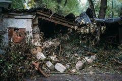 Rujnujący dom, może używać jako konsekwencje wojna, trzęsienie ziemi, huragan lub inna katastrofa naturalna, Fotografia Royalty Free